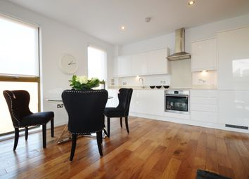 Thumbnail 2 bed flat to rent in Pitfield Street, London