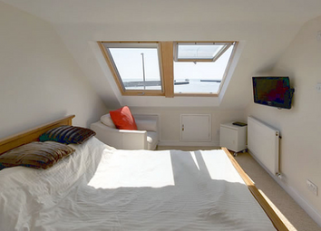 Thumbnail 1 bed flat to rent in Stormont Road, Clapham