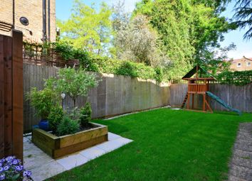 Thumbnail 3 bedroom flat to rent in Barrowgate Road, Chiswick