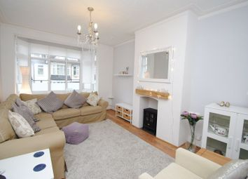 Thumbnail 2 bed flat to rent in Oakleigh Park Drive, Leigh-On-Sea
