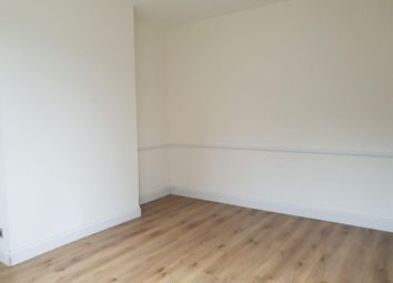 Thumbnail Room to rent in Connaught Gardens, Palmers Green