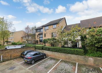 Thumbnail 1 bed flat to rent in Pennycroft, Croydon