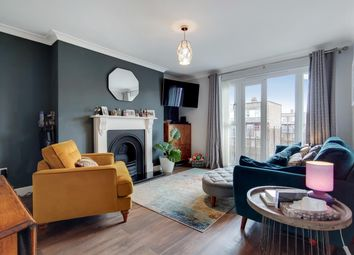Queensbridge Road, London E2. 2 bed flat for sale