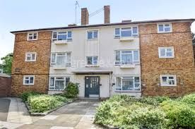 Thumbnail 3 bed flat to rent in Boyton Close, Hornsey/Crouch End London