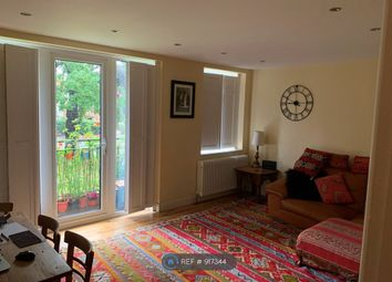 2 bed flat to rent in Dulwich Common, London SE22