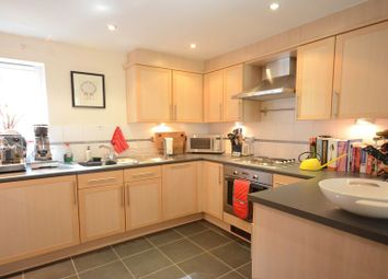 Thumbnail 2 bed flat to rent in Silver Street, Reading