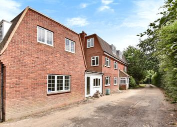 Thumbnail 6 bed detached house to rent in Waterloo Road, Wokingham, Berkshire