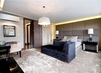 Thumbnail 3 bed flat for sale in Chelwood House, Gloucester Square, London