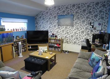Thumbnail 3 bed flat to rent in Pixmore Avenue, Letchworth Garden City