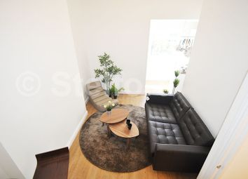 Thumbnail 1 bed flat to rent in Pakhurst Road, Camden, Holloway, London
