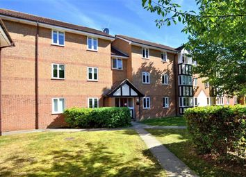 Thumbnail 2 bed flat to rent in Woodland Grove, Epping