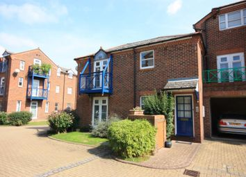 2 bed maisonette to rent in The Mews, Walnut Tree Close, Guildford GU1