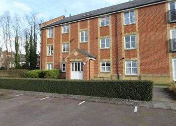Thumbnail 2 bedroom flat to rent in Robertson Road, Berkhamsted