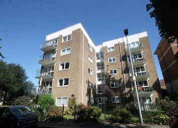 Hobart Court, Sunset Avenue, Woodford Green IG8. 2 bed flat