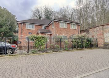Chesterton Court, Rutland Street, High Wycombe, Buckinghamshire HP11. 2 bed flat for sale