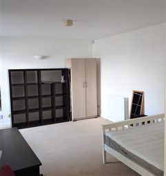 3 bed flat to rent in Grafton Yard, London NW5