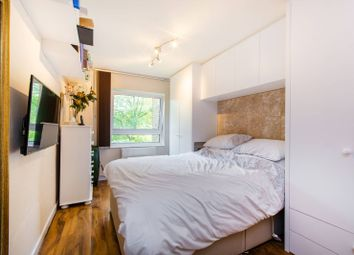 1 bed flat for sale in Bartholomew Close, St John's Hill SW18