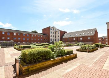Thumbnail 2 bed flat for sale in Englefield House, Moulsford Mews, West Reading
