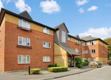 Thumbnail 2 bed flat to rent in Dover Gardens, Carshalton