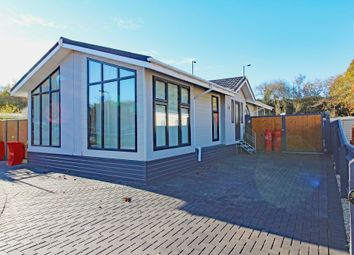 Thumbnail 2 bed mobile/park home for sale in Roxborough Drive, Didcot, Oxfordshire
