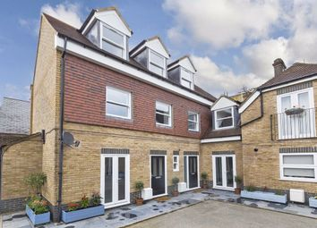 3 bed property for sale in Lowndes Mews, London SW16