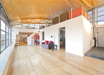 Thumbnail 3 bedroom flat to rent in Goswell Road, Clerkenwell