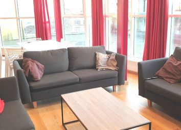 Thumbnail 3 bed flat to rent in Farringdon Road, London