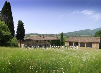Thumbnail 7 bed farmhouse for sale in Pieve Santo Stefano, Tuscany, Italy