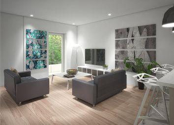 Thumbnail 2 bedroom flat for sale in Oak End Way, Gerrards Cross