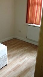 Thumbnail 1 bed flat to rent in 30 Hart Hill Drive, Luton