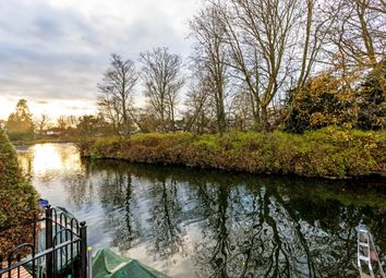 Thumbnail 3 bed town house to rent in Pages Wharf, Mill Lane, Taplow, Maidenhead