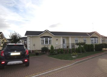 Thumbnail 3 bed mobile/park home for sale in Hawthorn Close, Hays Country Park, Battlesbridge