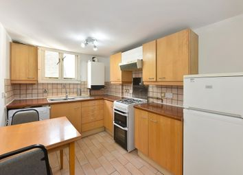 3 bed flat to rent in Craven Road, Paddington W2