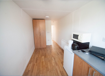 Thumbnail 1 bed flat to rent in Stanwell Road, Slough
