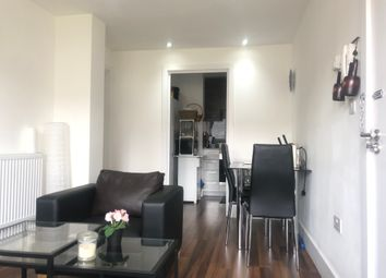 2 bed flat to rent in Station Road, London NW4