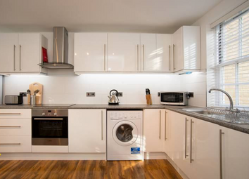 Room to rent in Brading Terrace, Shepherds Bush, London W12