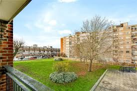 4 bed maisonette to rent in Southwater Close, London E14