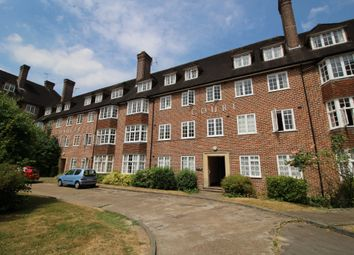 3 bed flat to rent in Chaucer Court, Guildford, Surrey GU2