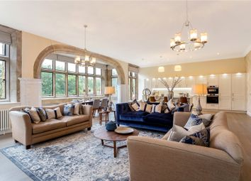 Huxley Close, Godalming, Surrey GU7. 2 bed flat for sale
