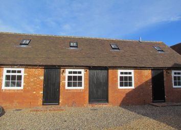 Thumbnail 2 bed barn conversion to rent in Bishopsland, Dunsden, Reading