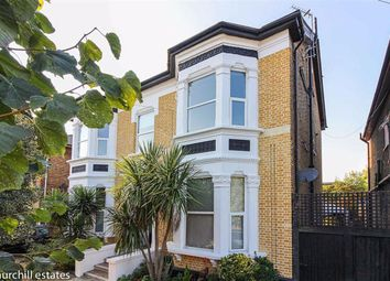 Hainault Road, Leytonstone, London E11. 2 bed flat
