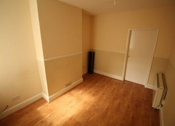 Thumbnail 1 bed flat to rent in Harcourt Street, Luton