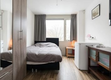 Thumbnail Room to rent in Clapham Chase, Clapham Common