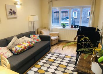 Thumbnail Room to rent in Maple Mews, London