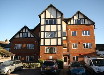 2 bed flat to rent in Monument Road, Woking GU21