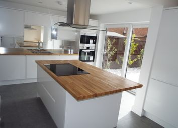 Thumbnail 3 bed property to rent in Neville Shaw, Basildon