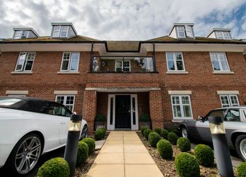 Thumbnail 2 bed flat to rent in Lawnswood, Beaconsfield