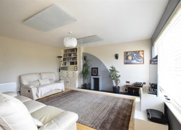 3 bed property for sale in Hunters Close, Epsom KT19