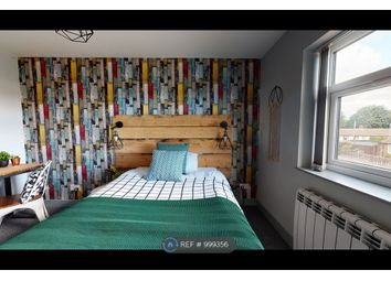 Room to rent in Priory Road, Featherstone, Pontefract WF7