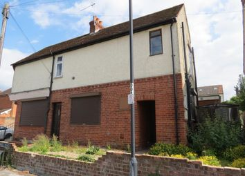 Thumbnail 1 bed flat to rent in Cromwell Road, Maidenhead